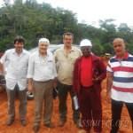 Des partenaires en visite dans un chantier en compagnie du préesident de l'Assauvet