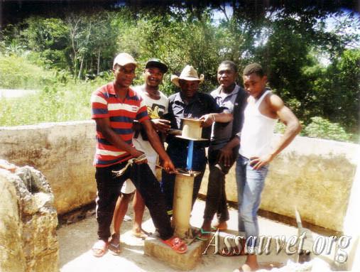 Réhabilitation d'un  forage d'eau potable endommagé  et abandonné dans l'Arrondissement de Menguemé. Février 2017.